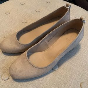 Universal Thread Shoes - NWOT Universal Thread Lenora Microsuede Low Pumps